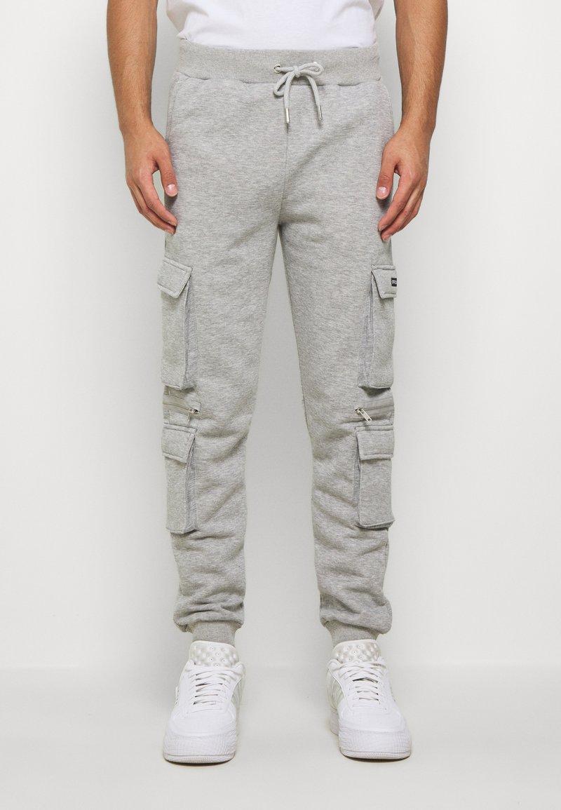 boohoo MAN - OFFICIAL MAN CARGO JOGGER WITH ZIP DETAIL - Teplákové kalhoty - grey marl
