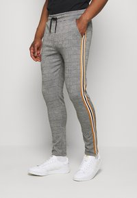 boohoo MAN - CHECKED SMART JOGGER - Pantaloni sportivi - grey - 0