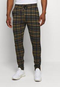 boohoo MAN - TAPE DETAIL SMART JOGGER - Pantaloni - black - 0