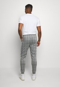 boohoo MAN - SIGNATURE CUFFED JOGGER WITH TAPE - Trousers - grey - 2