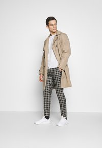 boohoo MAN - SKINNY FIT CROPPED TROUSER - Kalhoty - grey - 1