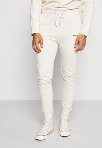 boohoo MAN - MAN OFFICIAL HEAVYWEIGHT JOGGER - Pantaloni sportivi - off white - 0