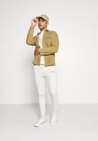 boohoo MAN - MAN OFFICIAL HEAVYWEIGHT JOGGER - Pantaloni sportivi - off white - 1