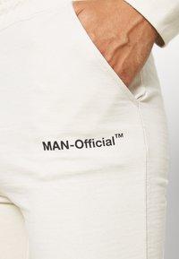 boohoo MAN - MAN OFFICIAL HEAVYWEIGHT JOGGER - Pantaloni sportivi - off white - 4
