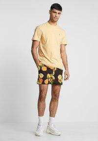 boohoo MAN - Shorts - black - 1