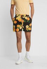 boohoo MAN - Shorts - black - 0