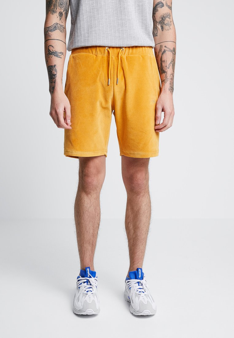 boohoo MAN - VELOUR SIGNATURE - Shorts - mustard