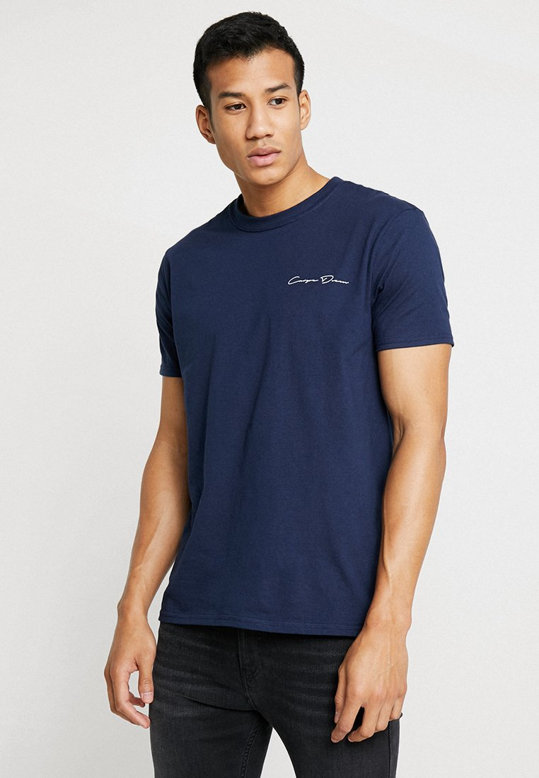 boohoo MAN - OVERSIZED SKULL BACK PRINT TEE WITH FRONT SLOGAN - T-Shirt print - navy