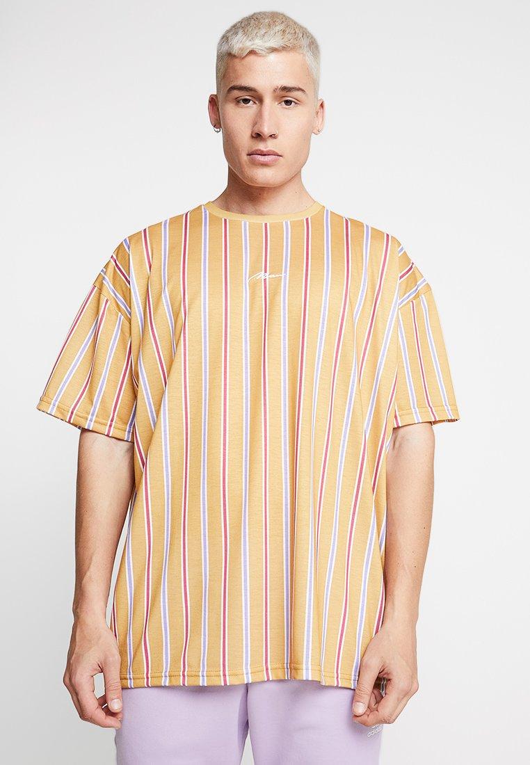 boohoo MAN - OVERSIZED STRIPE SIGNATURE - T-Shirt print - mustard