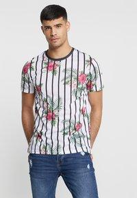 boohoo MAN - FLORAL STRIPE - T-Shirt print - white - 0