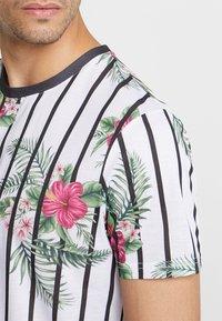 boohoo MAN - FLORAL STRIPE - T-Shirt print - white - 4
