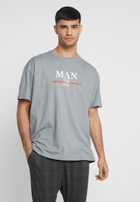 boohoo MAN - Camiseta estampada - mid grey - 0