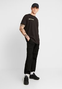 boohoo MAN - MAN LOOSE FIT TEE  - T-shirt print - black - 1