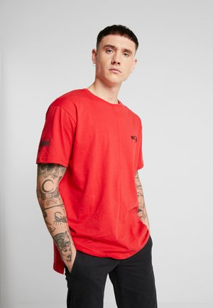 LOOSE FIT SPLIT HEM - Camiseta estampada - red