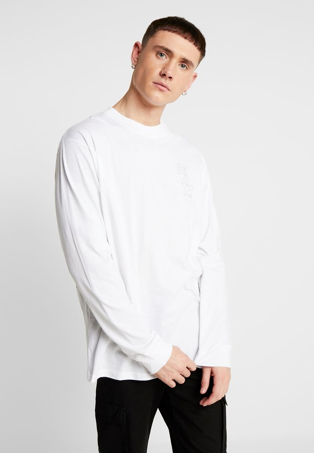 MAN LOOSE FIT EXTENDED NECK LONG SLEEVE - Langarmshirt - white