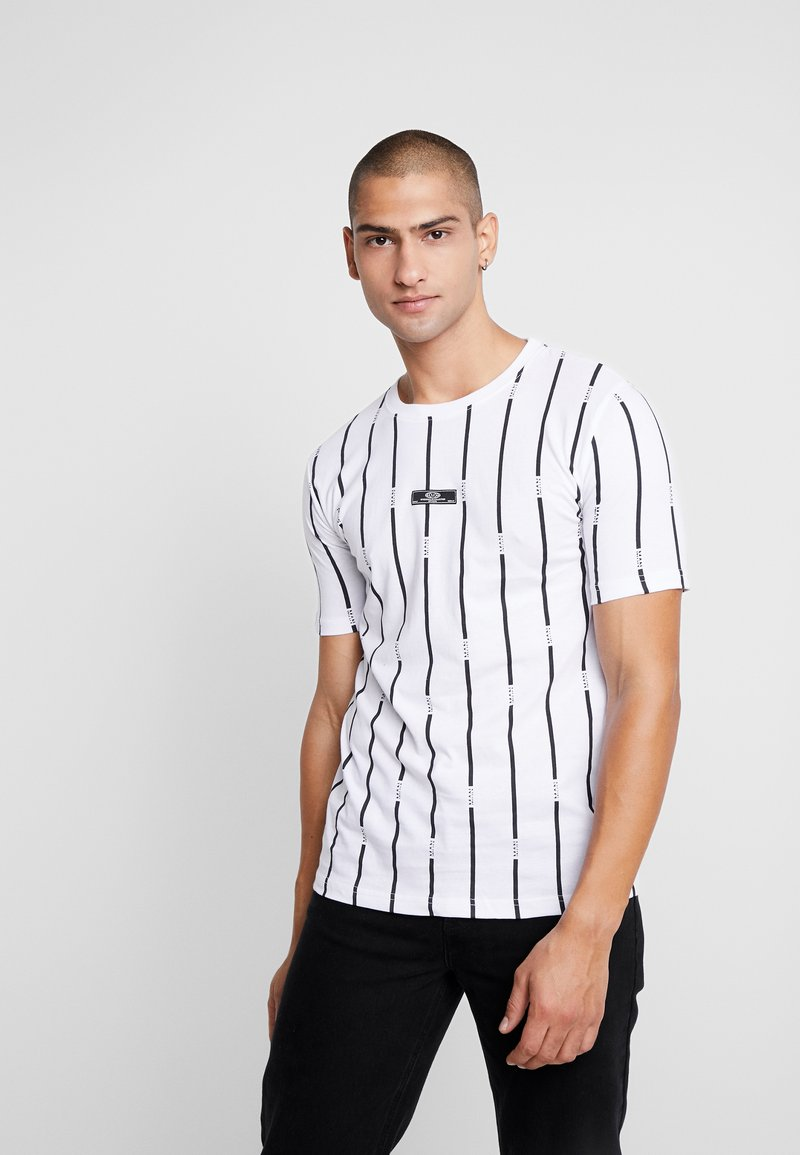 boohoo MAN - STRIPE PRINTED WITH WOVEN - T-shirt med print - white