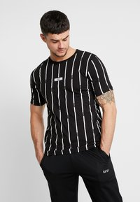 boohoo MAN - STRIPE PRINTED WITH WOVEN - T-shirt med print - black - 0