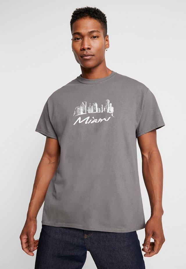 MIAMI CITYSCAPE OVERSIZED - T-shirt print - grey