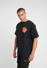 boohoo MAN - ROSE FRONT AND BACK  - T-shirt med print - black - 0