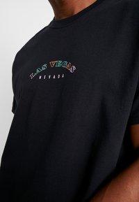 boohoo MAN - LAS VEGAS OVERSIZED - T-shirt con stampa - black - 5