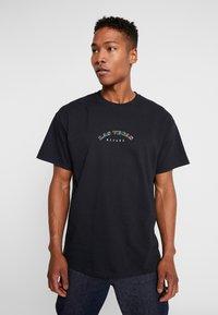 boohoo MAN - LAS VEGAS OVERSIZED - T-shirt con stampa - black - 0
