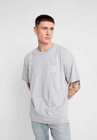 boohoo MAN - AESTHETICS OVERSIZED DROP SHOULDER - T-shirt basic - grey - 0