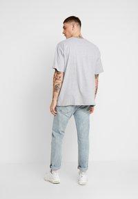 boohoo MAN - AESTHETICS OVERSIZED DROP SHOULDER - T-shirt basic - grey - 2