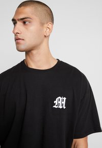 boohoo MAN - AESTHETICS OVERSIZED DROP SHOULDER - T-shirt basique - black - 4