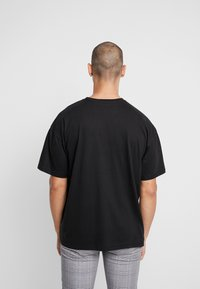 boohoo MAN - AESTHETICS OVERSIZED DROP SHOULDER - T-shirt basique - black