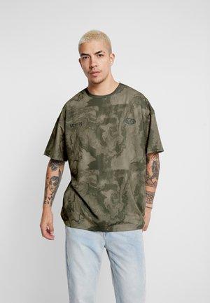 OVERDYE WASHED TIE-DYE OVERSIZED BOXY - T-shirt con stampa - grey