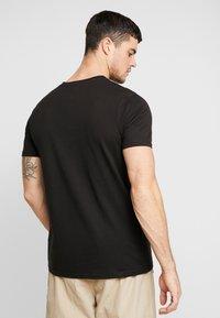 boohoo MAN - MAN SEASON  - T-shirt med print - black - 2