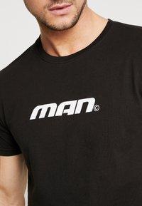 boohoo MAN - MAN SEASON  - T-shirt med print - black - 5