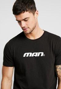 boohoo MAN - MAN SEASON  - T-shirt med print - black - 3