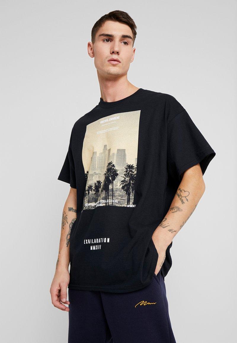 boohoo MAN - EXHILATRATION OVERSIZED - T-shirt imprimé - black