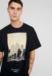 boohoo MAN - EXHILATRATION OVERSIZED - T-shirt imprimé - black - 3