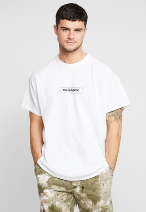 PARADOX FRONT AND BACK PRINT OVERSIZED - T-shirts med print - white