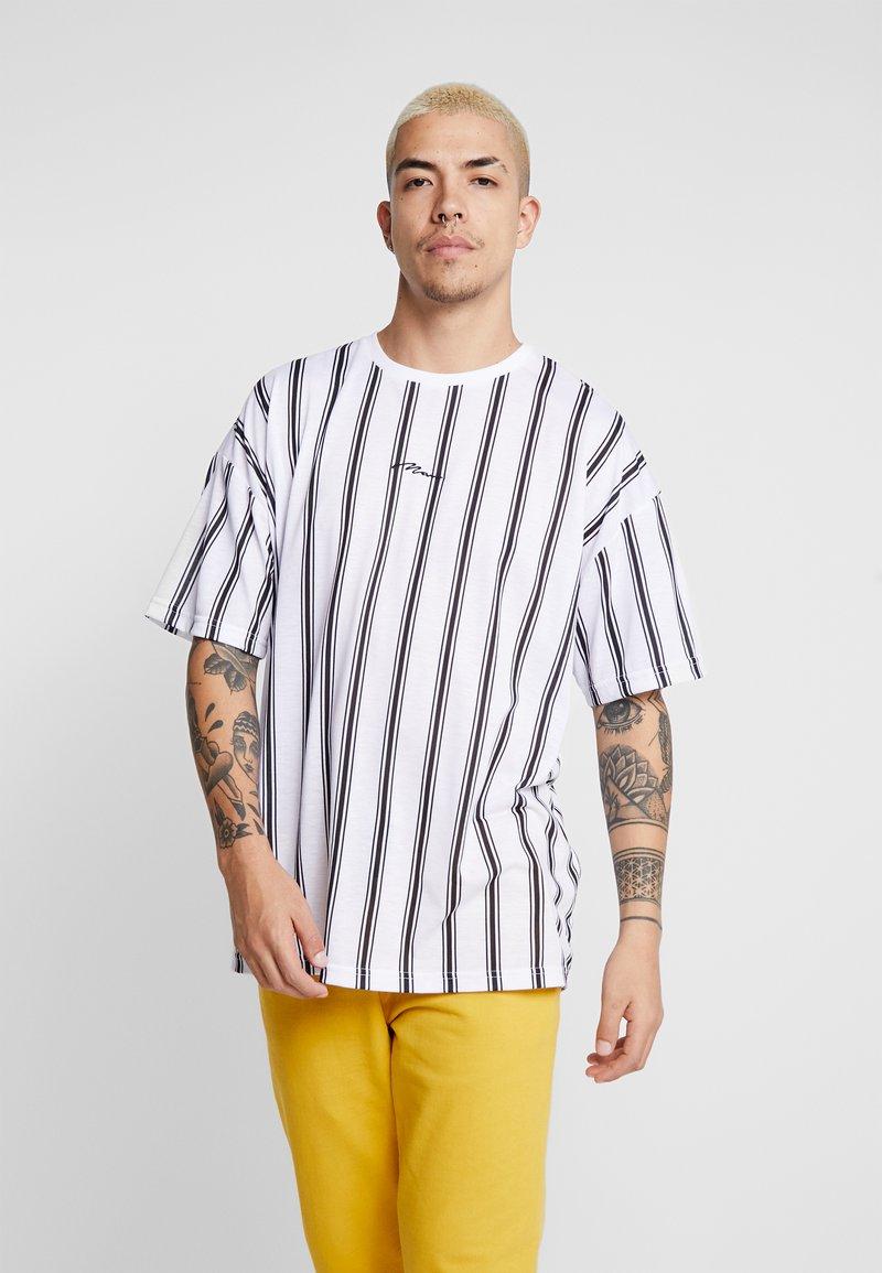 boohoo MAN - STRIPE SIGNATURE  - T-shirt con stampa - white