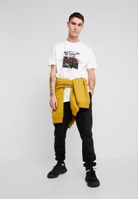 boohoo MAN - OVERSIZED PHOTO - T-shirt con stampa - white - 1