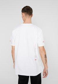 boohoo MAN - OVERSIZED PHOTO - T-shirt con stampa - white - 2