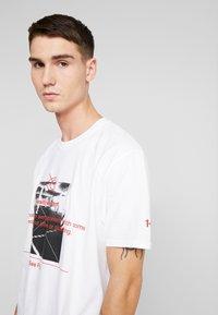 boohoo MAN - OVERSIZED PHOTO - T-shirt con stampa - white - 4
