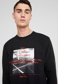 boohoo MAN - LONG SLEEVE PHOTO PRINT T-SHIRT - Long sleeved top - black - 4