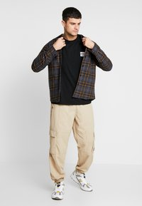 boohoo MAN - MAN WORLDWIDE BOXY FIT  - T-shirt con stampa - black - 1