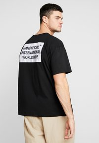 boohoo MAN - MAN WORLDWIDE BOXY FIT  - T-shirt con stampa - black - 2