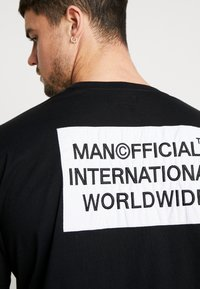 boohoo MAN - MAN WORLDWIDE BOXY FIT  - T-shirt con stampa - black - 5