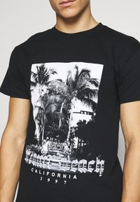 boohoo MAN - MIAMI BEACH MONO - T-shirt con stampa - black - 5