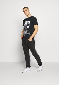 boohoo MAN - MIAMI BEACH MONO - T-shirt con stampa - black - 1