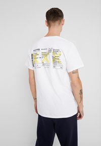 boohoo MAN - AIRLINE TICKET - T-shirt con stampa - white - 2