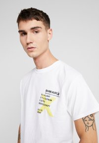 boohoo MAN - AIRLINE TICKET - T-shirt con stampa - white - 3