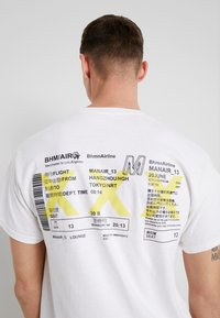 boohoo MAN - AIRLINE TICKET - T-shirt con stampa - white - 5