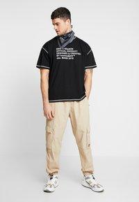 boohoo MAN - NEW SEASON MAN OVERSIZED  - T-shirt imprimé - black - 1